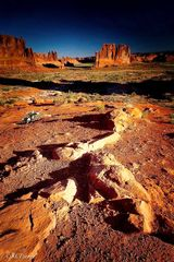 Utah, Moab, canyon lands, sun's first light, desert and canyon lands, incredible, gorgeous, landscape portrait photography, classic disappearing perspective, horizon line, broad views, rock spires, sw