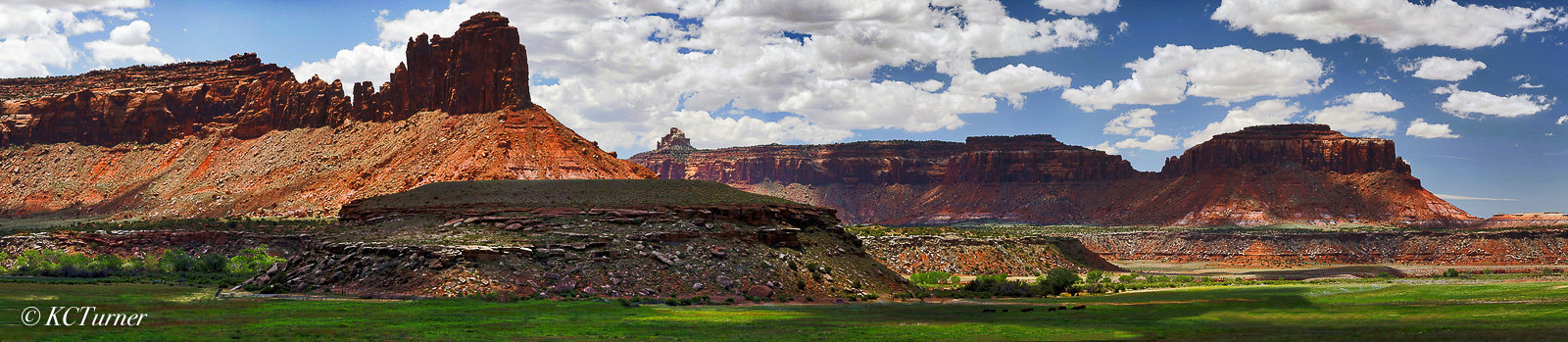 Moab, Utah, deep red, colorful, canyons, buttes, spires, prime location, photographing, sweeping landscapes, panoramas, photo